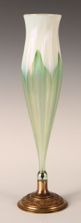 TIFFANY 12-INCH ART GLASS VASE W/ PULLED FEATHER DESIGN