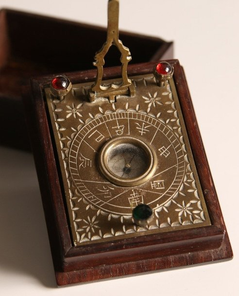 ANTIQUE JAPANESE POCKET SUNDIAL COMPASS