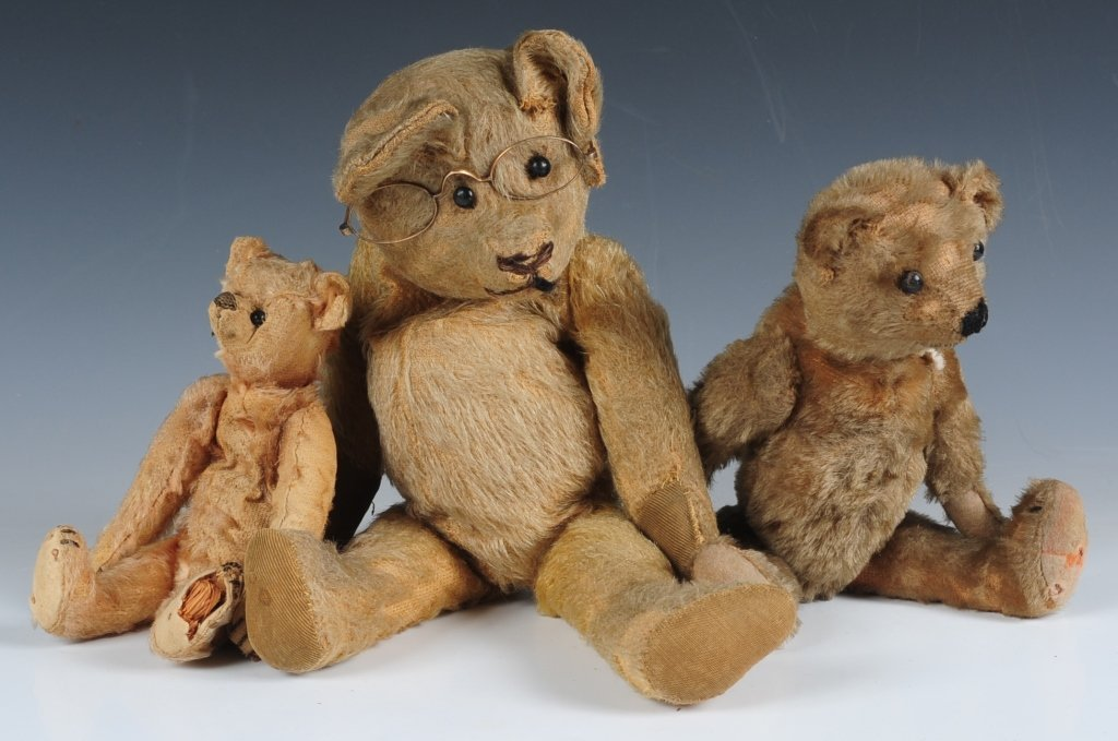 THREE ANTIQUE JOINTED TEDDY BEARS