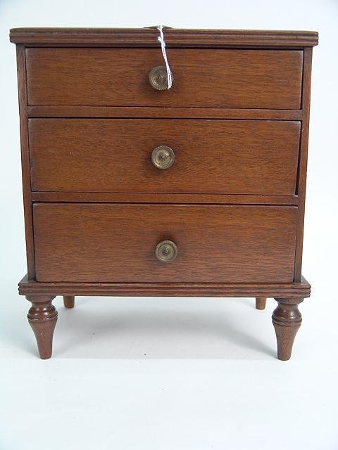 186: 19TH CENTURY 3 DRAWER CABINETMAKERS CHEST IN MAHOG