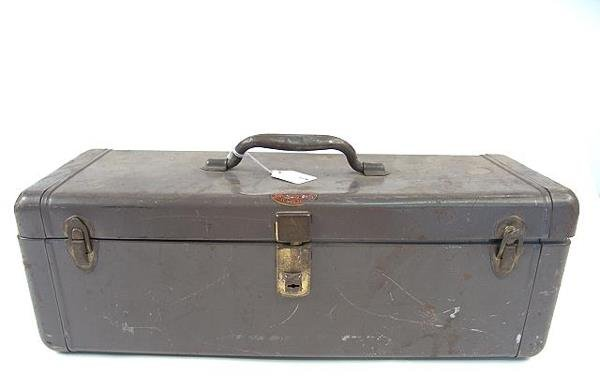 511: SHAPLEIGH'S ANTIQUE FISHING TACKLE BOX