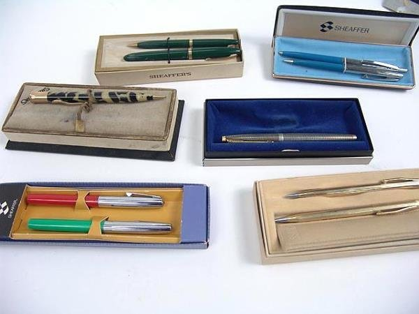 1023: LARGE LOT OF VINTAGE WRITING INSTRUMENTS