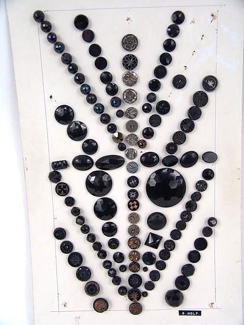 2012: 252 BLACK GLASS ANTIQUE BUTTONS