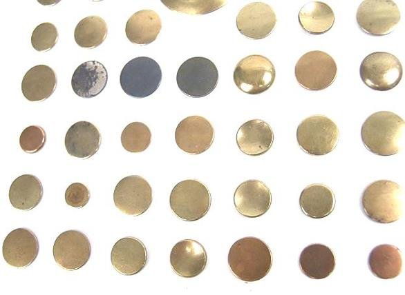 2072: 90 GOLDEN AGE ANTIQUE BUTTONS INCL GILT, DOUBLE G - 2
