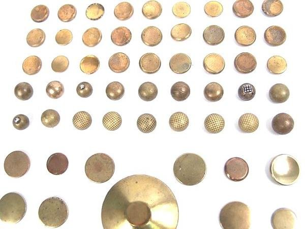 2072: 90 GOLDEN AGE ANTIQUE BUTTONS INCL GILT, DOUBLE G - 3