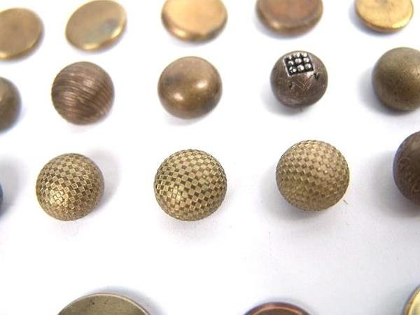 2072: 90 GOLDEN AGE ANTIQUE BUTTONS INCL GILT, DOUBLE G - 4