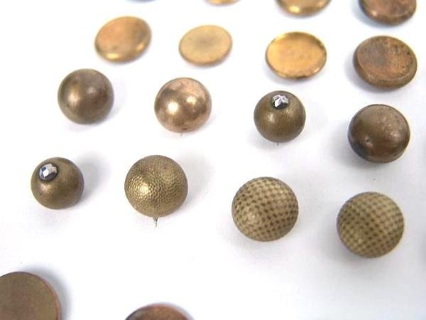 2072: 90 GOLDEN AGE ANTIQUE BUTTONS INCL GILT, DOUBLE G - 5