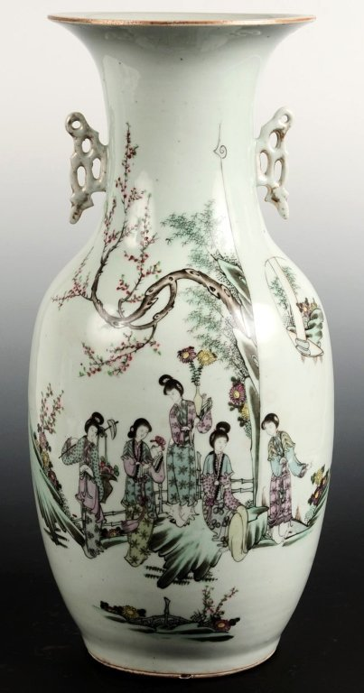 19TH CENTURY 17-INCH CHINESE EXPORT VASE