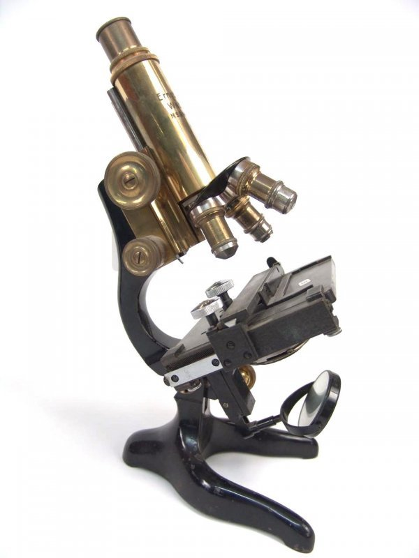 3: LEITZ ANTIQUE MICROSCOPE WITH THREE OBJECTIVES