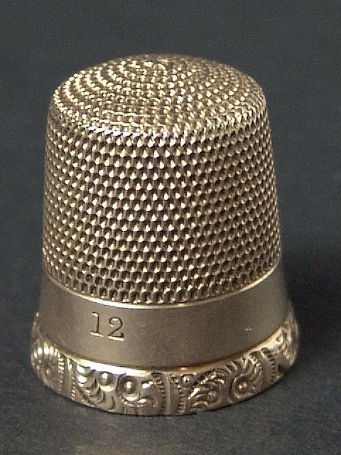 503: ANTIQUE GOLD THIMBLE WITH ENGRAVED EDGE