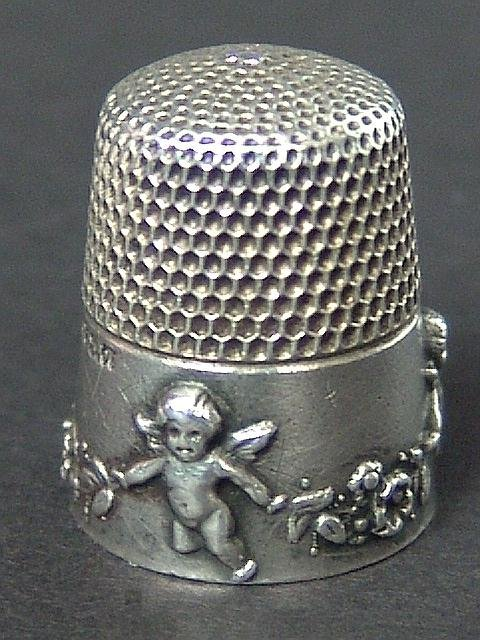 509: ANTIQUE STERLING SILVER THIMBLE W/CHERUBS EMBOSSED