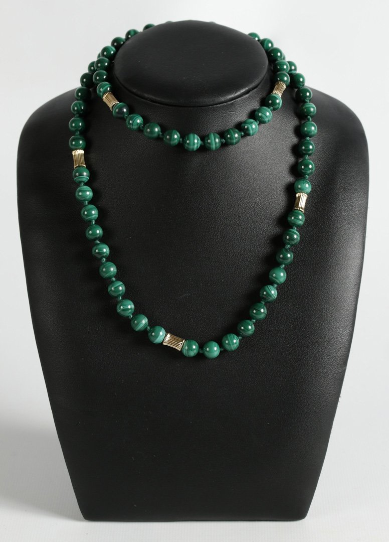 A MALACHITE AND 14K GOLD NECKLACE