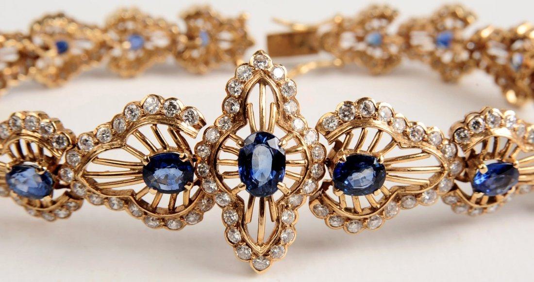 A VERY FINE 18K GOLD SAPPHIRE AND DIAMOND BRACELET