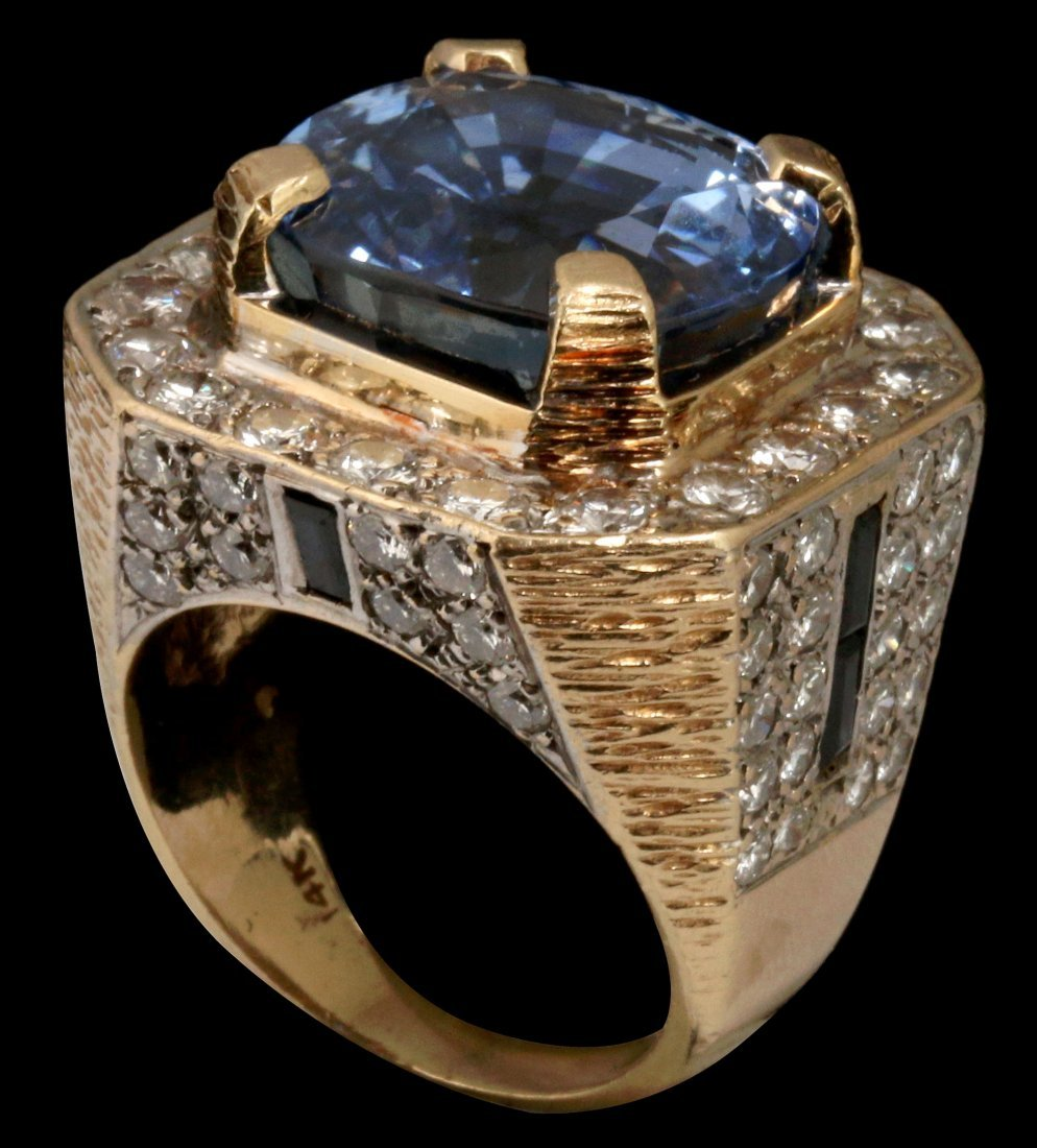 A GENT'S 14K DIAMOND AND CEYLON SAPPHIRE RING