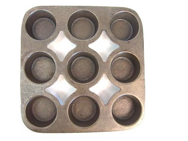 1005: WAGNER LITTLE GEM NINE CUP CAST IRON MUFFIN PAN