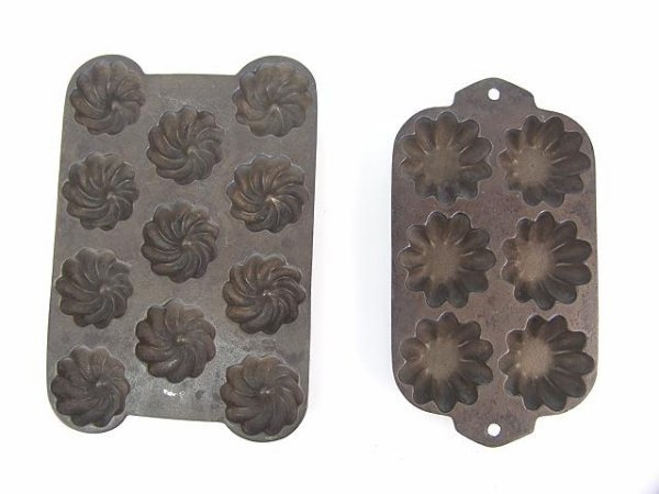 1007: TWO TURK'S HEAD PATTERN CAST IRON MUFFIN PANS