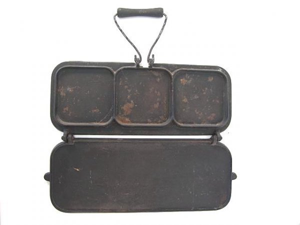 1014: THE CANTON FOLDING CAST IRON GRIDDLE, 1898