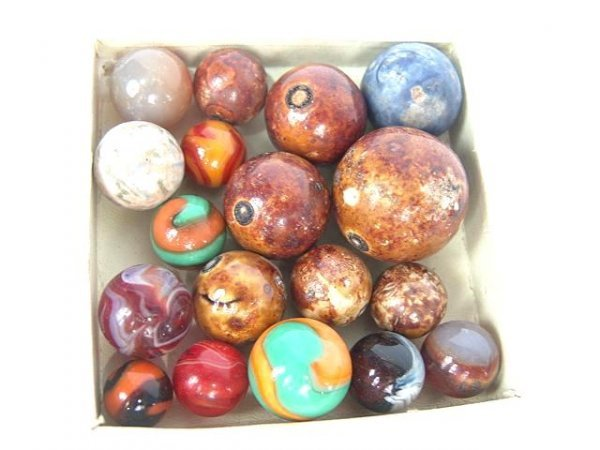 2006: LOT OF18 BENNINGTON AGATE & MACHINE MADE MARBLES