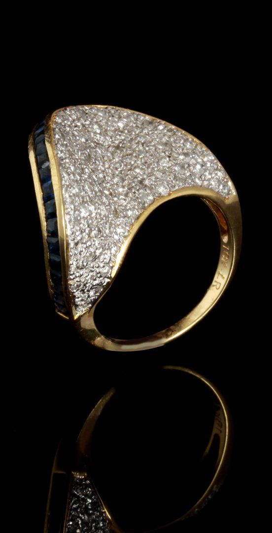 LADIES CONTEMPORARY DESIGN 18K DIAMOND & SAPPHIRE RING