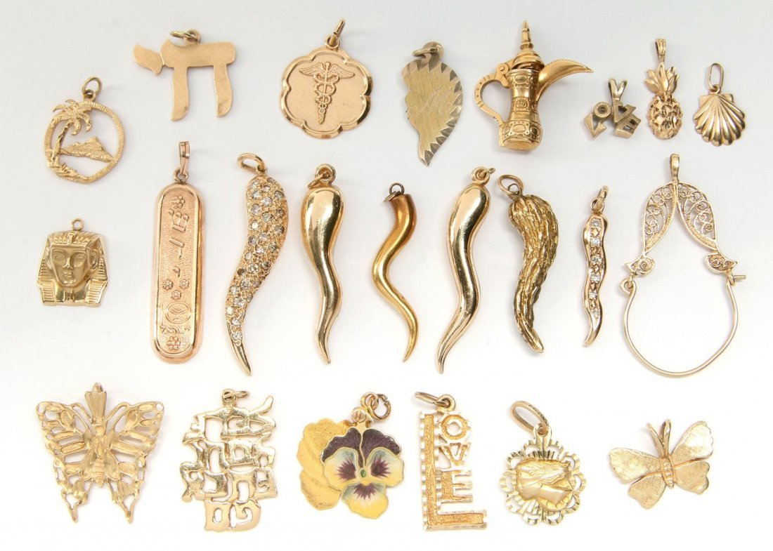 A LOT VARIOUS 14K GOLD PENDANTS AND CHARMS