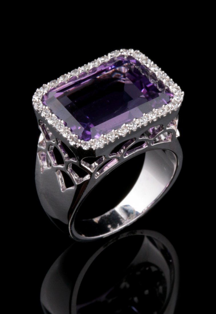 A CONTEMPORARY 14K AMETHYST AND DIAMOND FASHION RING