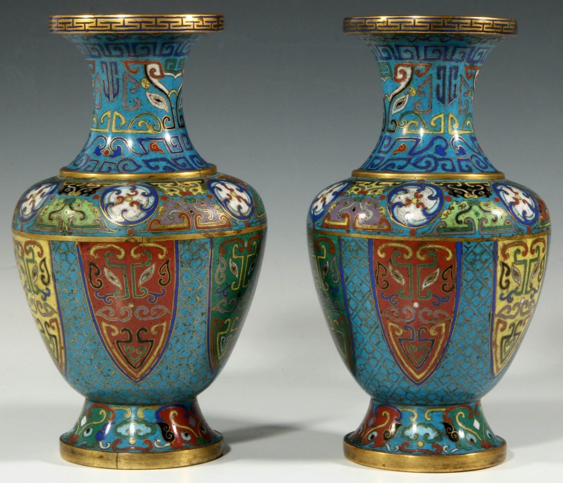 A PAIR 19TH CENTURY CHINESE CLOISONNE VASES