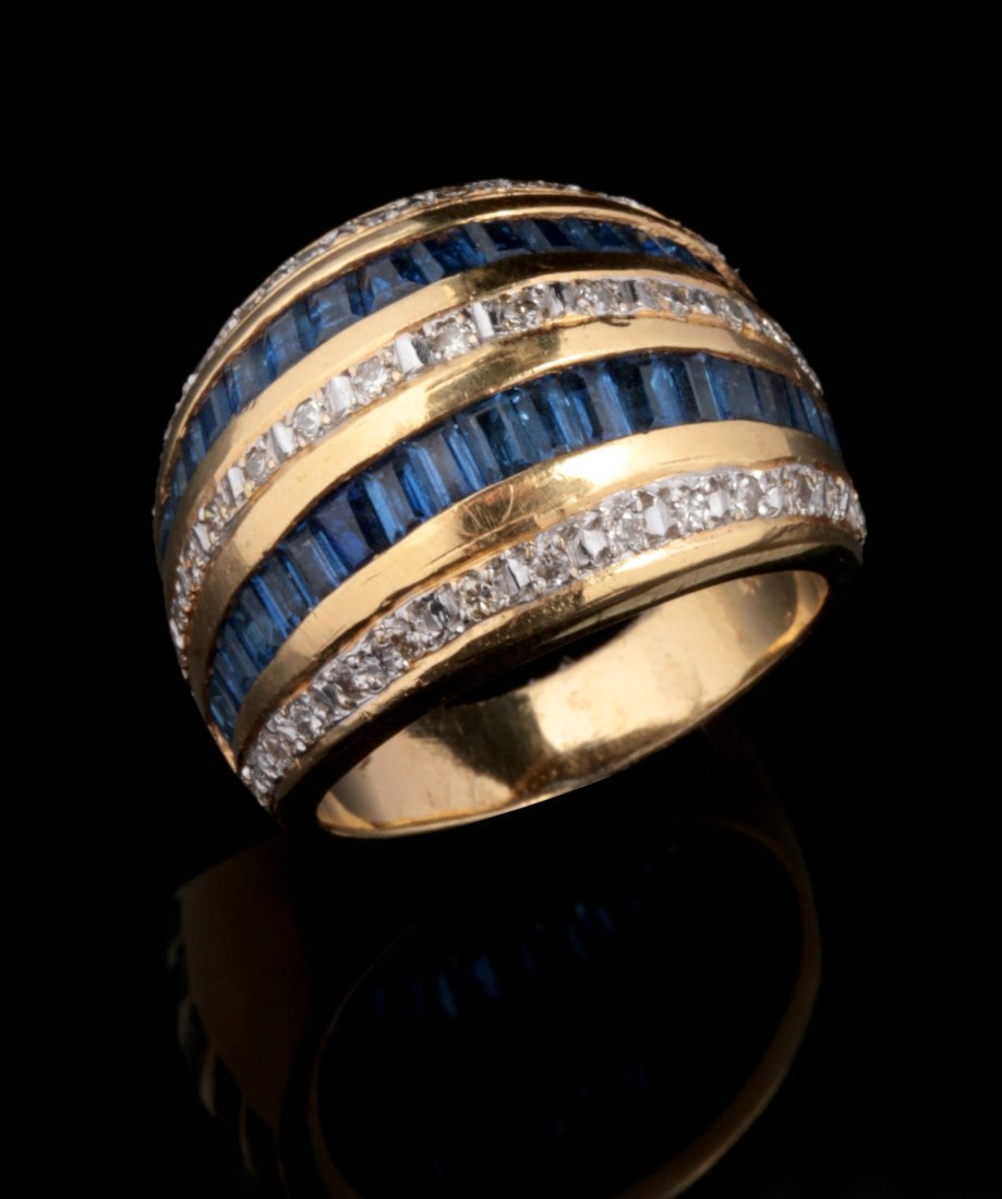 A CONTEMPORARY 18K DIAMOND AND  SAPPHIRE FASHION RING