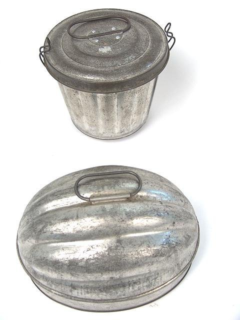 19: TWO GOOD TIN ANTIQUE FOOD MOLDS W/LIDS