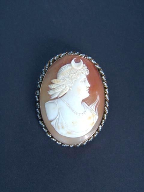 307: ANTIQUE SHELL CARVED CAMEO IN SEED PEARL BEZEL