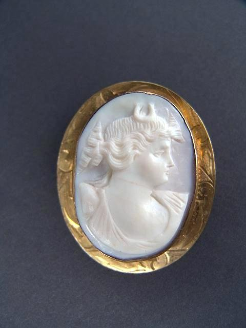 318: ANTIQUE PINK & WHITE CARVED CORAL CAMEO
