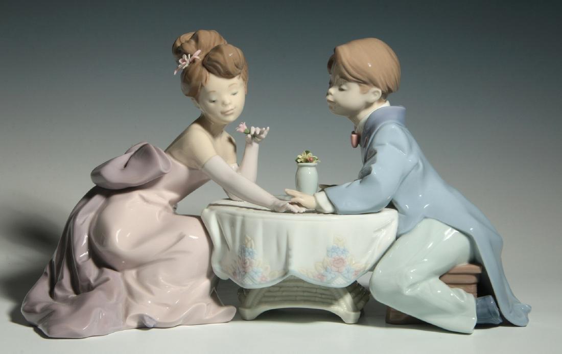LLADRO 'A LITTLE ROMANCE' PORCELAIN FIGURE W/ BOX