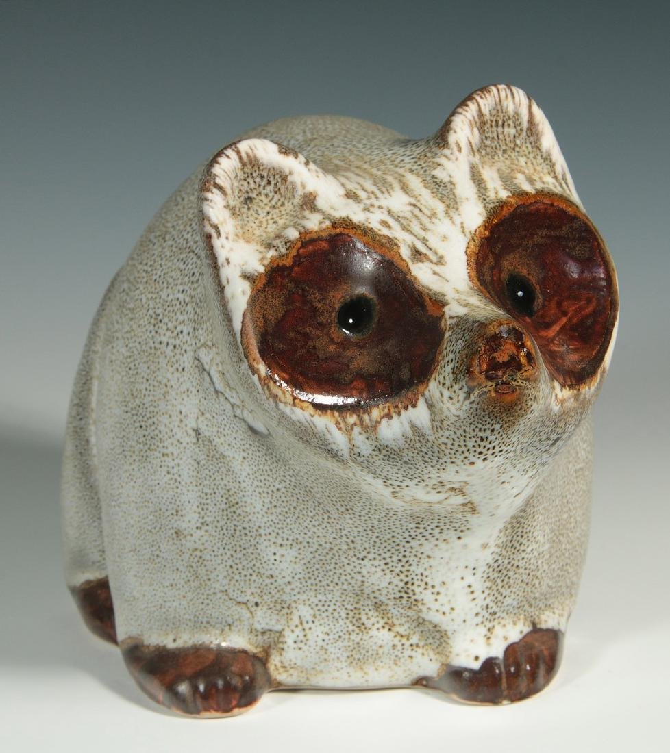 A PIGEON FORGE POTTERY RACCOON SIGNED D. FERGUSON
