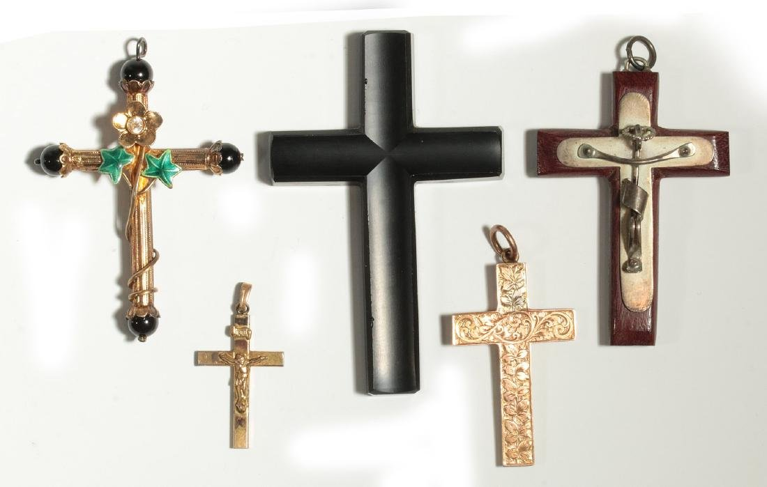 A COLLECTION OF VICTORIAN CROSS PENDANTS
