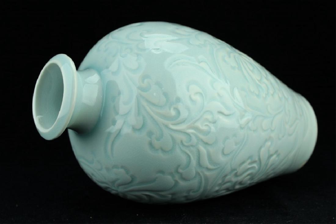 Chinese Qing Porcelain Light Blue Vase - 3