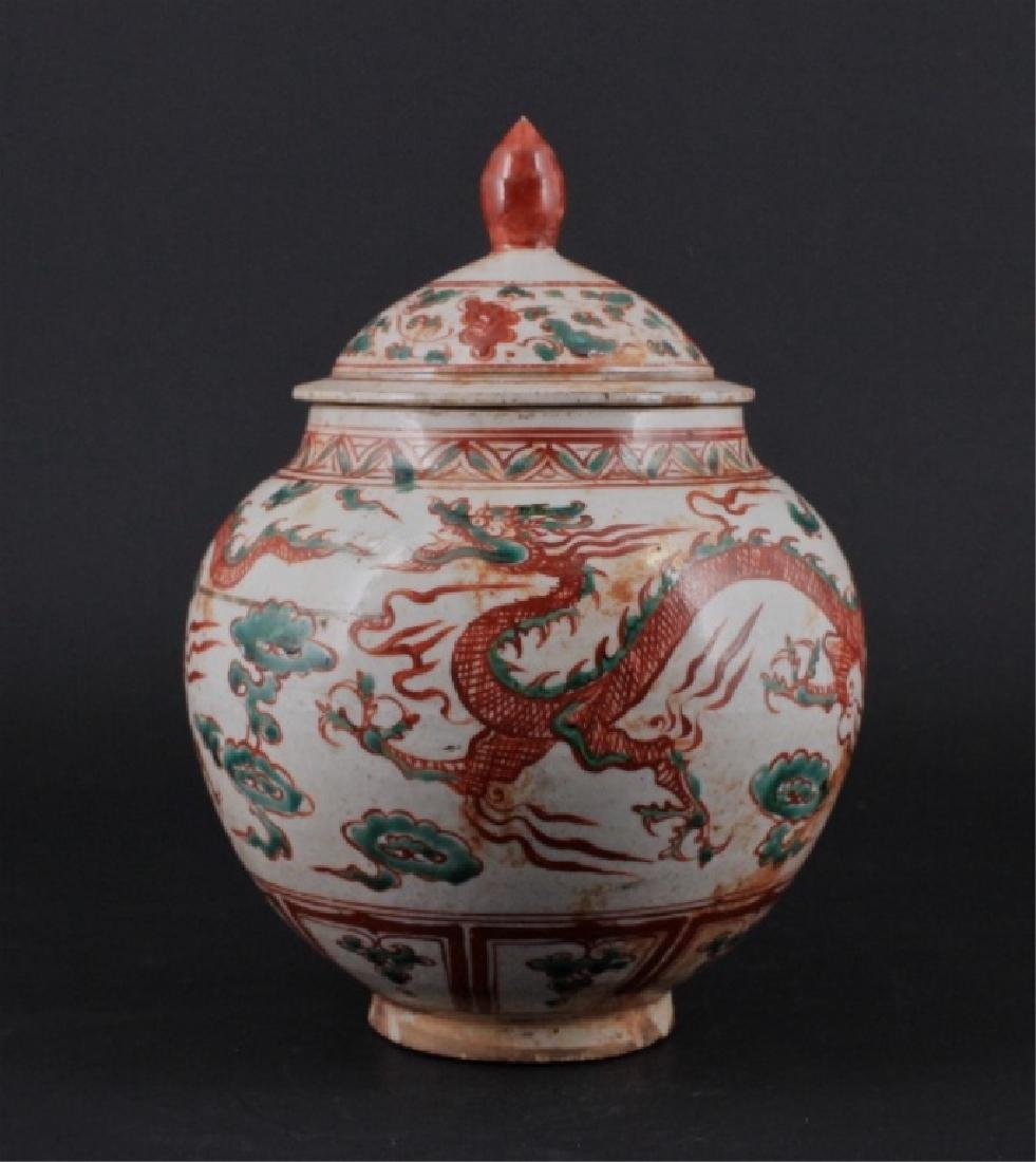 Chinese Yuan Porcelain WuCai Vase with Lid