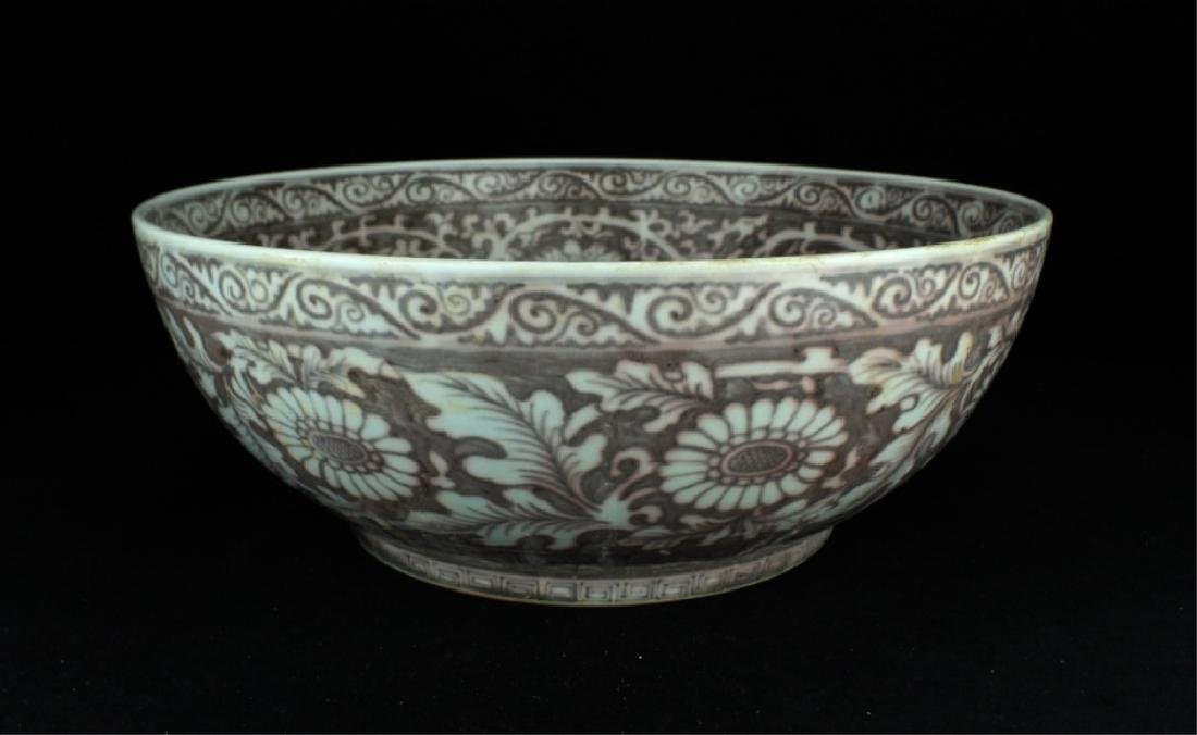 Large Chinese Ming Porcelain Red/White Bowl