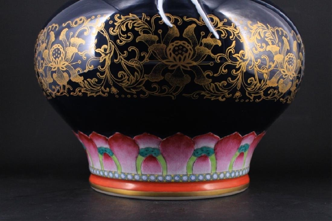 Large Chinese Qing Porcelain Famille Rose Jardine - 5