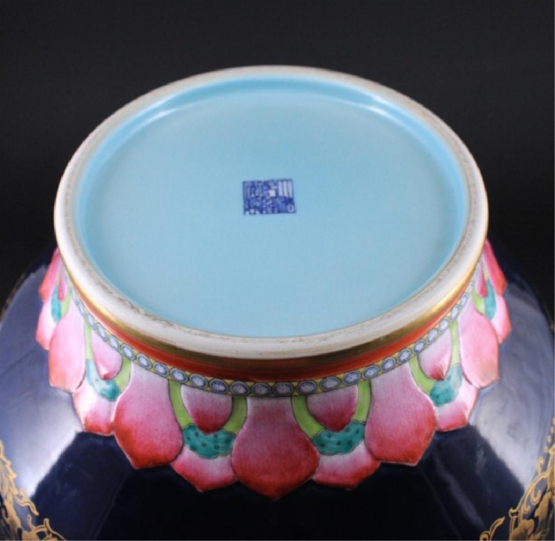 Large Chinese Qing Porcelain Famille Rose Jardine - 8