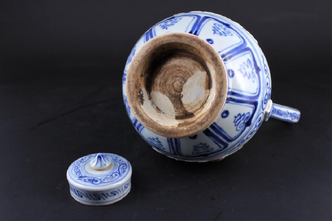 Chinese Ming Porcelain Porcelain TeaPot - 7