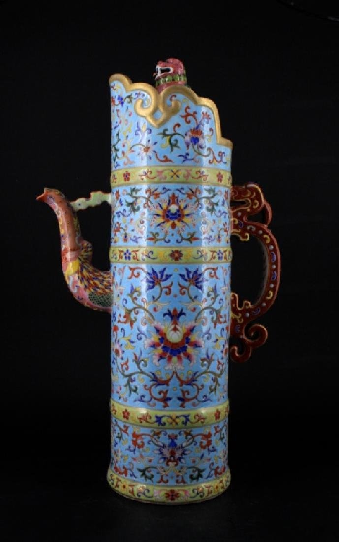 Large Chinese Qing Porcelain DouCai Pot with Lid
