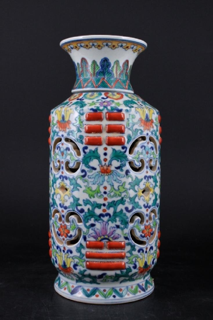 Chinese Qing Porcelain DouCai Hollow Vase - 2