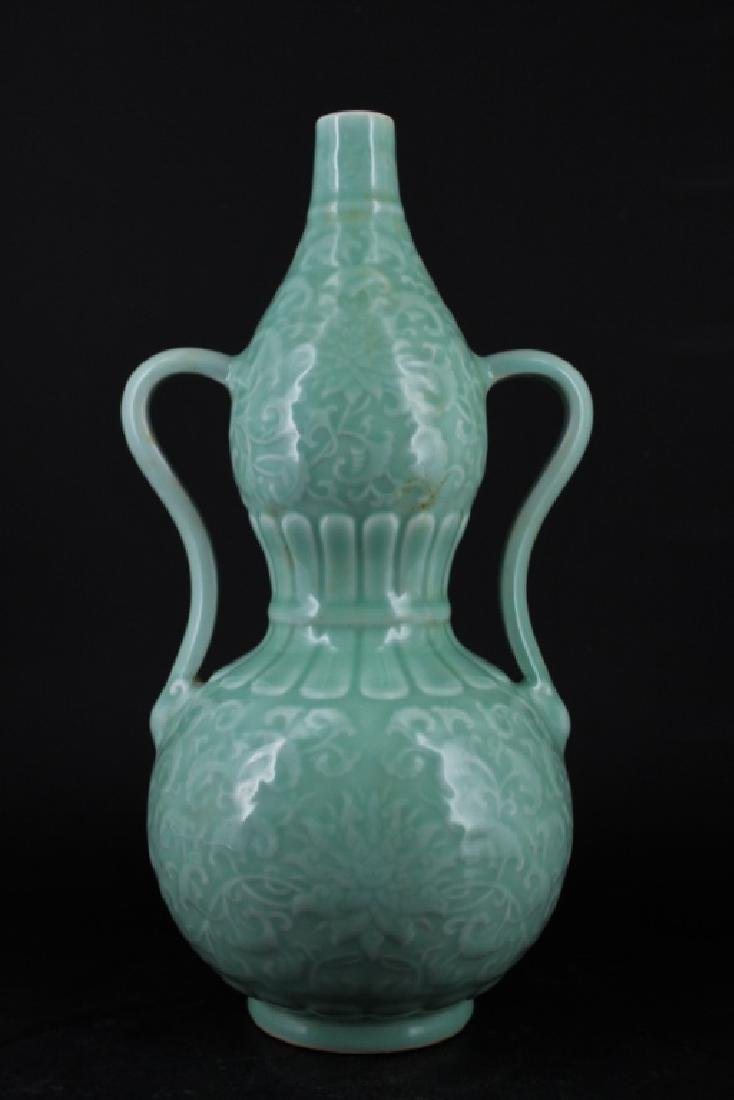 Chinese Qing Porcelain Floral Gourd Vase