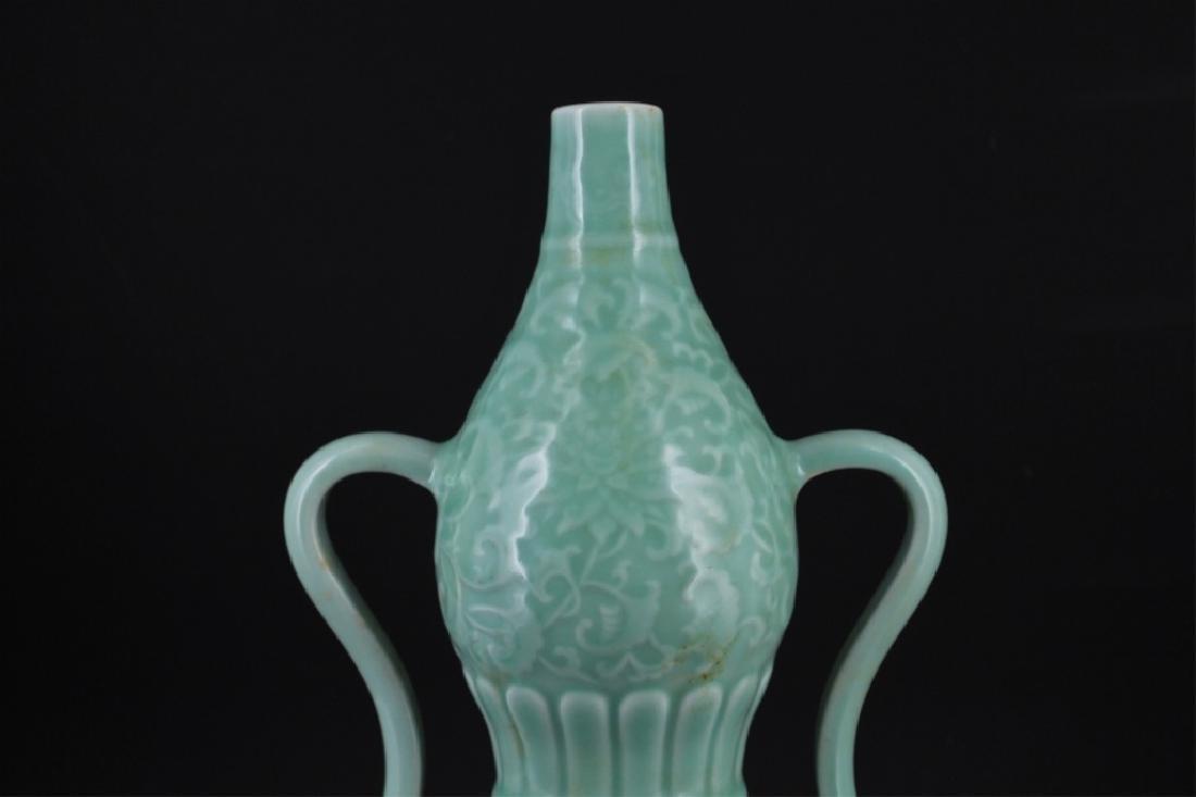Chinese Qing Porcelain Floral Gourd Vase - 2