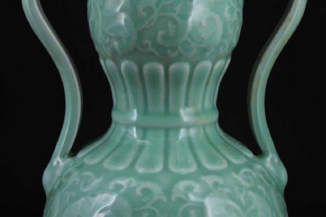 Chinese Qing Porcelain Floral Gourd Vase - 5