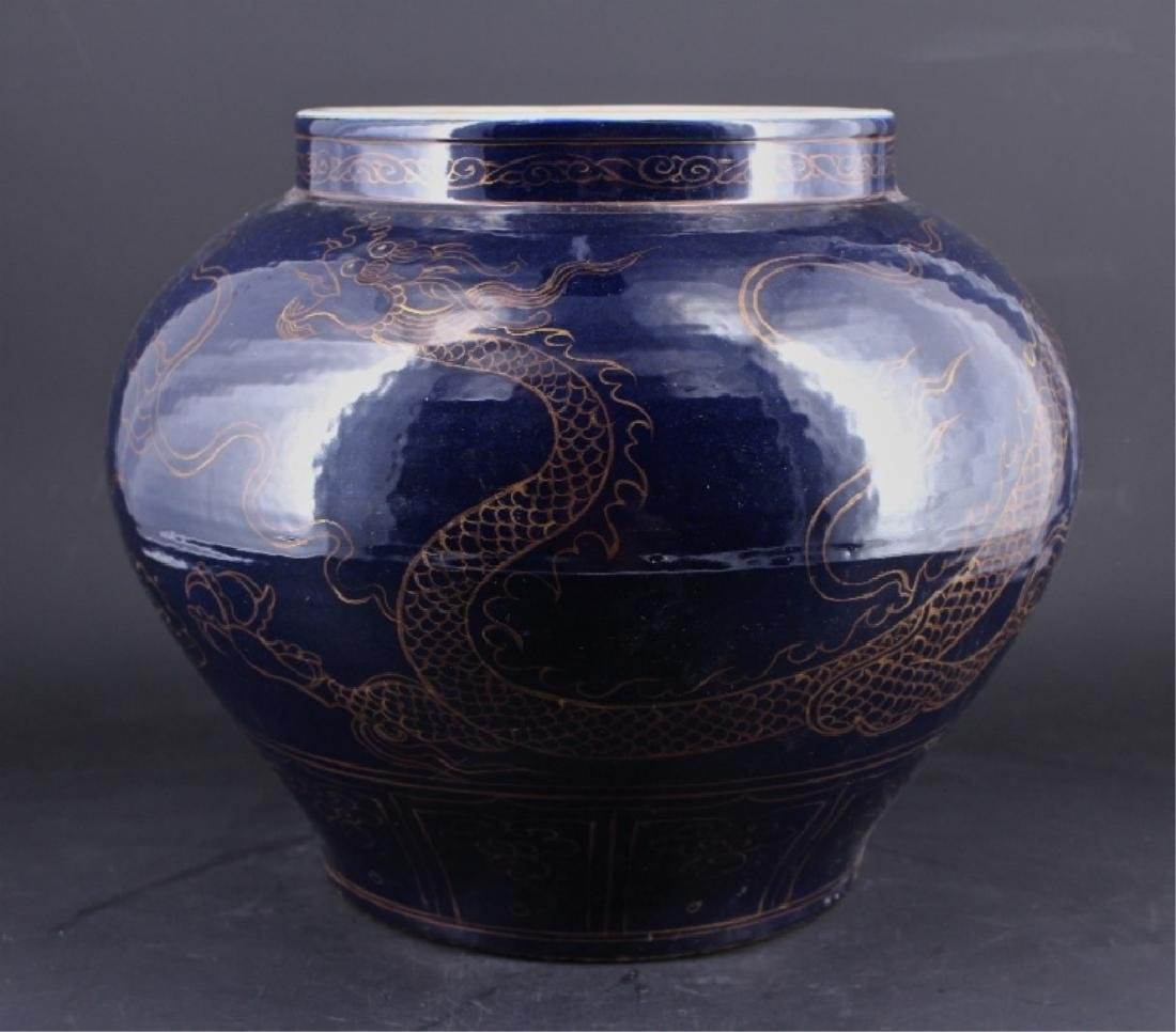 Large Chinese Ming Porcelain Dragon Jar