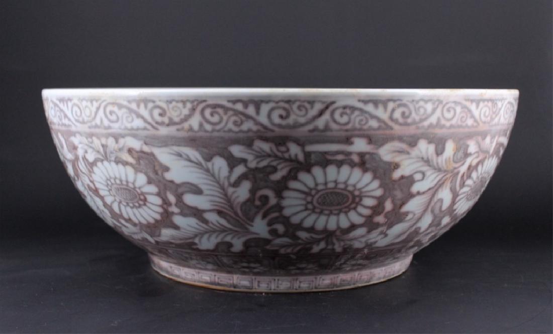 Large Chinese Ming Porcelain Red White Bowl - 2