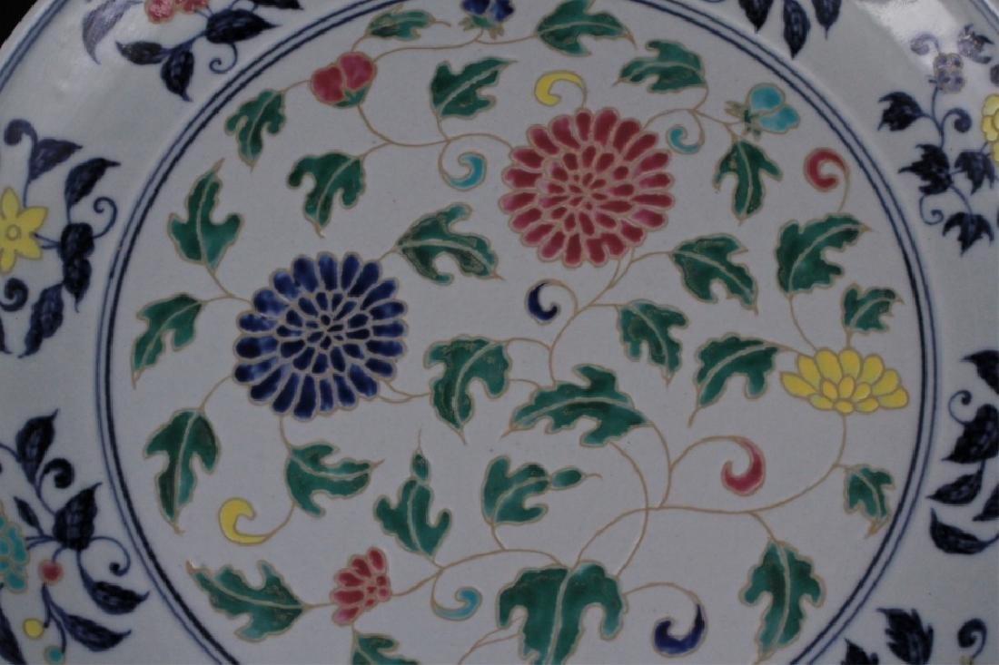 Large Chinese Ming Porcelain DouCai Plate - 2