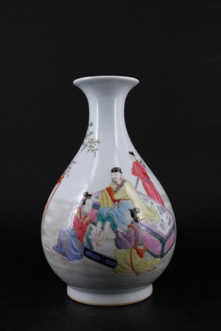 Chinese Qing Porcelalin Famille Rose Vase