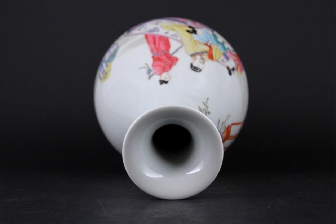 Chinese Qing Porcelalin Famille Rose Vase - 4