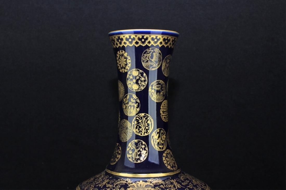 Large Chinese Qing Porcelain Vase - 2